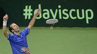 Vítězství! Radek Stěpánek vybojoval poslední míček v posledním zápase finále Davis Cupu 2012.