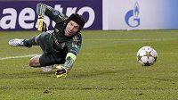 Brankář Chelsea Petr Čech inkasuje v utkání s Juventusem.