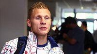 Boxer Zdeněk Chládek při odletu na olympiádu v Londýně.