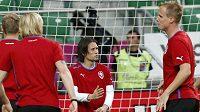 Tomáš Rosický (uprostřed) na tréninku fotbalové reprezentace
