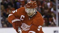 Švédský obránce Nicklas Lidström, kapitán hokejistů Detroitu