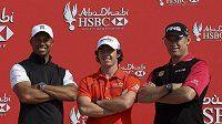 Golfisté Tiger Woods (vlevo), Rory McIlroy (uprostřed) a Lee Westwood
