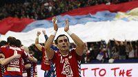 Srbští házenkáři slaví vítězství nad Švédskem