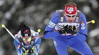 Lukáš Bauer (vpředu) na trati volné třicítky ve švýcarském Davosu.