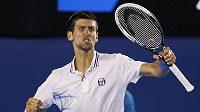 Radost srbského tenisty Novaka Djokoviče po vítězství v semifinále Australian Open nad Andym Murraym ze Skotska.