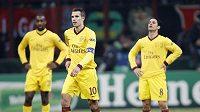Zklamaní hráči Arsenalu v čele s Robinem van Persiem po debaklu v Miláně.