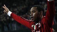 Útočník AC Milán Robinho slaví gól do sítě Arsenalu.
