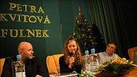 Tenistka Petra Kvitová besedovala se svými spoluobčany po boku svého trenéra Davida Kotyzy (vlevo) i bývalého trenéra a svého otce Jiřího Kvity.