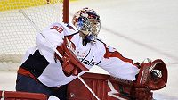 Michal Neuvirth v brance Capitals.