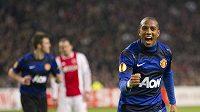 Ashley Young z Manchesteru United oslavuje gól vstřelený Ajaxu Amsterdam.