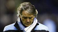 Zklamaný kouč Manchesteru City Roberto Mancini po porážce v Evertonu.