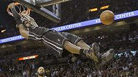 Efektní zakončení LeBrona Jamese z Miami při utkání s NY Knicks.
