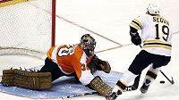 Gólman Ilja Bryzgalov v akci. V sérii s Pittsburghem se mu příliš nedaří, přesto jsou Flyers blízko postupu.