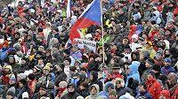 Sobotní sprint mužů na 10 kilometrů zhlédlo v Novém Městě na Moravě rekordních 13 400 platících diváků.