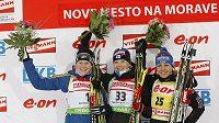 Nejlepší biatlonistky ze závodu Světového poháru v Novém Městě na Moravě na trati 15 kilometrů. Vlevo Švédka Ekholmová, uprostřed vítězka Mäkäräinenová a vpravo Neunerová z Německa.