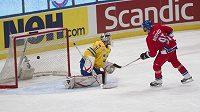 Petr Nedvěd proměnil rozhodující nájezd proti Švédsku na Švédských hokejových hrách.