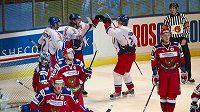 Radost českých hokejistů, Kamil Kreps vstřelil třetí gól Rusku na Švédských hrách.