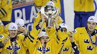 Jsme nejlepší, Švédové slaví s mistrovským pohárem.