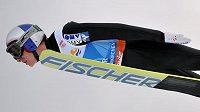 Gregor Schlierenzauer si letí v Garmisch-Partenkirchenu pro vítězství.