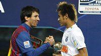 Útočník Barcelony Lionel Messi (vlevo) i útočník Santosu Neymar jsou ve výběru Gólparády.