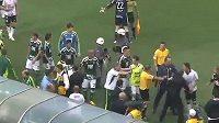 Hromadná šarvátka v brazilské fotbalové lize.