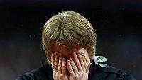 Takhle plakala Naděžda Ostapčuková při vyhlašovacím ceremoniálu. Po zveřejnění dopingu jí zůstávají oči pro pláč znovu, tenokrát však nikoliv z radosti.
