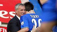 Bývalý trenér Chelsea Claudio Ranieri se stoperem Blues Johnem Terrym.
