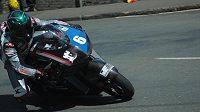 Úvodní den tradičních motocyklových závodů Tourist Trophy na britském ostrově Man přinesl další smrtelnou nehodu. Při závodě superbiků havaroval ve třetím ze čtyř kol sedmadvacetiletý britský jezdec Daley Mathison (na snímku z roku 2017).