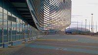 Olympijské haly pro krasobruslení (vpředu) a hokej jsou od sebe vzdáleny opravdu jen pár desítek metrů.