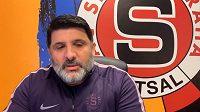 Futsalová Sparta vsadila v play off na rituál z NHL. Dodržuje jej i trenér Beni Simitči.