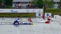 Kanoista Martin Fuksa (vlevo) dojíždí na třetím místě na mistrovství Evropy v rychlostní kanoistice v Moskvě na olympijském kilometru. V posledním testu před hrami v Riu ho porazili úřadující olympijský vítěz a mistr světa Němec Brendel (vpravo) a stříbrný Tarnovschi z Moldavska (uprostřed).