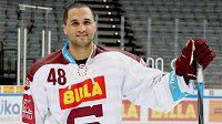 André Deveaux v dresu hokejové Sparty.