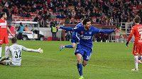 Michal Ďuriš v dresu Orenburgu se raduje z gólu proti Spartaku.