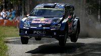 Fin Jari-Matti Latvala se spolujezdcem Miikkou Anttilou během Finské rallye.