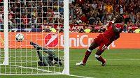 Liverpoolský Sadio Mané srovnává finále Ligy mistrů.