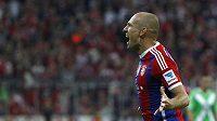 Fotbalista Bayernu Arjen Robben slaví gól proti Wolfsburgu v úvodním kole bundesligy.