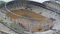 Brazilský fotbalový klenot, legendární stadión Maracaná, se po silném lijáku topí ve vodě.