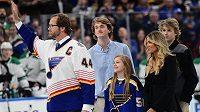 Bývalý obránce a kapitán Blues Chris Pronger se svou rodinou.