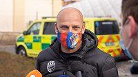 Trenér Viktorie Adrian Guľa se v době pandemie koronaviru účastní charitativních akcí v Plzni.