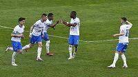 Hráči Osravy se radují z prvního gólu. Uprostřed je autor gólu Carlos Dyjan De Azevedo z Ostravy.