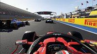 Záběr z kokpitu v populární hře F1 2020. Ilustrační foto