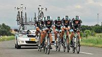 Cyklisté týmu Leopard-Trek při časovce družstev na Czech Cycling Tour.