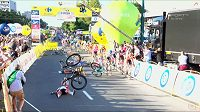 Hrozivá situace v cíli první etapy závodu Kolem Polska v Katovicích.