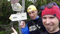 Jsme Nad Růžovohorským sedlem. Do cíle zbývá 1 km.