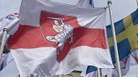 Běloruská státní vlajka byla v centru Rigy nahrazena touto.