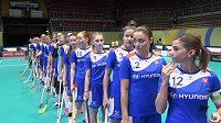 Slovenské florbalistky během zahajovacího ceremoniálu duelu MS proti Švédkám