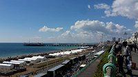 Brighton Marathon - Ptáci létají, běžci běhají a na Brighton Pier vládne dobrá nálada.