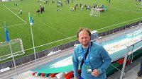Bývalý sparťanský záložník Lukáš Zelenka na turnaji v rámci projektu Football for Friendship v Moskvě doprovází svého syna Adama.