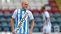 Nové dresy Huddersfieldu se u fanoušků nesetkaly s nadšením. Klub kvůli nim navíc může mít problém i u fotbalové asociace.