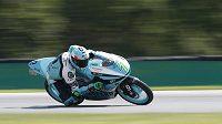 Vítěz dnešního závodu třídy Moto3 Velké ceny ČR Dennis Foggia